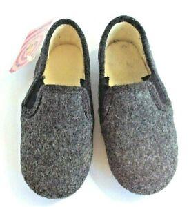 Cienta toddler size 9 slip on winter slipper in gray synthetic fiber