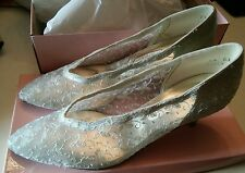 032 Queen White Lace Dyeable  Heels/Pumps Size 9.5 Wedding With Box