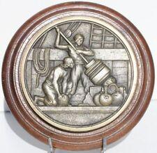 TAPÓN DE BOCA DE BRONCE EN LA BASE MADERA - D. 15,5 cm
