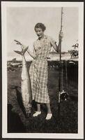 LADY FISHING CAUGHT KING FISH OR WAHOO C. 1930S VTG CANDID FAMILY SNAPSHOT PHOTO
