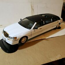 Sun Star Lincoln 2000 Limousine 1:18 Scale Premium Die Cast 1269 Millennium