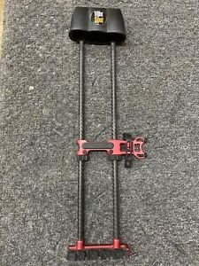 NICE  USED Tight Spot- 5 Arrow Quiver RH  CRIMSON RED BLACK Bow Archery Quiver