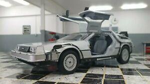 DELOREAN DMC BACK TO THE FUTURE 2 II 1/24 SCALE WELLY DIECAST MODEL CAR
