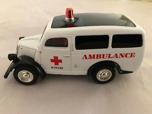 Matchbox YYM38060 FORD 1950 E83 W UK Field Service Ambulance