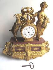 Pendule Napoléon III, métal doré, cadran porcelaine blanche: Femme et sa chèvre
