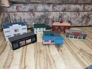 8 PLASTICVILLE O-SCALE HOUSES, BUILDINGS, TELEPHONE POLES, STREET LIGHTS