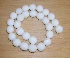 ÁGATA BLANCA FACETADA, bolas de 14 mm. HILO de 40 cm, 28-29 piezas facetadas