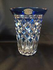 Grand vase en cristal taillé, doublé bleu.Val Saint Lambert
