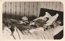 Photo-carte jeune garçon boy post-mortem entouré de photos jouets dead mort toys