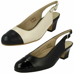 Ladies Equity Tira Trasera Charol Zapatos Puntera Connie