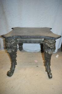 Tisch mit Löwenkopffüßen,Bronze Antikpatina,pol.Marmorplatte,ca.70kg,B:66/H:49cm