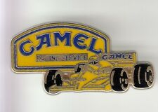 RARE PINS PIN'S .. AUTO CAR F1 TEAM CAMEL RACING SERVICE ARTHUS BERTRAND 3D ~DH