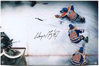 """WAYNE GRETZKY Hand Signed """"Wrap Around"""" 16 x 20 Photo UDA"""