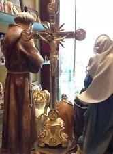 CROCEFISSO SU PIEDISTALLO IN LEGNO SCOLPITO CON 4 EVANGELISTI E RAGGI