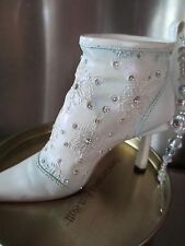Just the Right Shoe ~ Let It Snow - 2001 Ornament