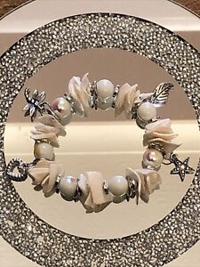 PRETTY WHITE PEARLESCENT STRETCHY SHELL BEADED CHARM BRACELET