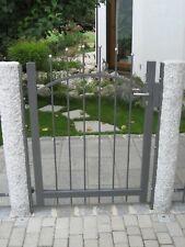 Gartentüre Epsilon | Obergurt geschwungen und V2A Edelstahlkugeln