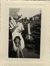 PHOTO ANCIENNE - VINTAGE SNAPSHOT - ENFANT DRAP BALANÇOIRE DRÔLE - CHILD SWING