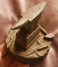 Enclume fonte miniature / Presse papier - Base à décor d'outils de la forge