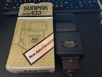 Sunpak Auto 433AF 433 AF Flash manual focus cameras  asa1000 THYRISTOR JAPAN