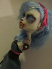 Monster High Repainted Dolls- frankie stien and ghoulia yelps