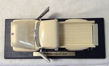 Collector Ford 1953 F-100 Pickup Car Truck Beige Die-Cast 1:18