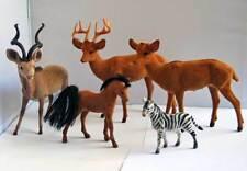 Colección de antiguos animales de plástico forrados de terciopelo