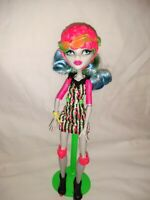 """Monster High 11"""" Doll Ghoulia Yelps Roller Maze Stand Clothes Skates Helmet"""