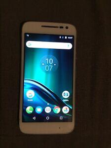 Motorola MOTO G Play mobile phone unlocked white very good condition used