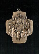 GROSSES CHRISTL. ABZEICHEN: KREUZ MIT JESUS UND SEINE JÜNGER (K18)