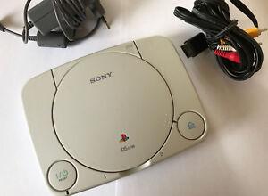 PS1 PsOne Konsole Mini Slim Weiß Sony Playstation 1 PAL + Alle Anschlusskabel