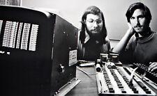 Stampa incorniciata-Steve Jobs e Steve Wozniak lavorando sull'iPhone APPLE 1 (arte)