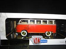 M2 Volkswagen bus de luxe 1960 rouge et blanc 1/24 édition limitée poursuite 300