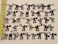 MEDIEVAL KNIGHTS PLASTIC MINIATURE FIGURES LOT OF 40 BLACK & SILVER KNIGHTS