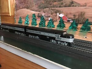 "T600 HO LIFE LIKE NEW YORK CENTRAL LOCCOMOTIVE # 5002 AND ""B"" UNIT # 5102"
