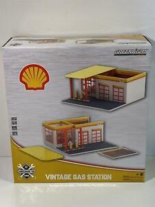 Shell Oil Vintage Gas Station Mechanics Corner 1:64 Scale Greenlight 57073