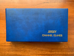 Jersey 53x Commemorative FDC's 2003-2006 Year Sets In Blue Album (870)