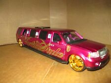 Donald Trump Ford Excursion Stretch Limousine by Maisto 1:24 Scale purple as is