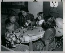 1960 Press Photo Sally Sharp School Teacher - DFPD51697