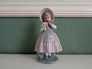 Vintage Nao Lladro Girl with Posy of Flowers Daisa