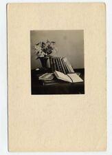Foto 1929 Stillleben mit Pflanze und Bücher Winterabende - Rückseite beachten !
