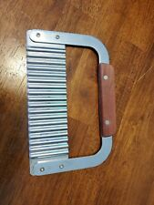 Metal Bar Soap Cutter hand held wavy cut