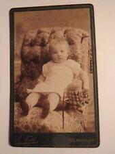Halberstadt - auf einem Sessel sitzendes kleines Kind - Portrait / CDV