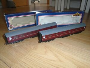 Pair of Bachmann 63' Thompson Maroon Coaches for Hornby OO Gauge Train Sets