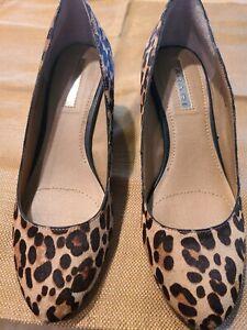 """Tahari Amanda Calf Heir Leopard Pumps Block Heels 2"""" Size 5m"""