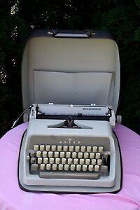 Adler Junior 10 Kofferschreibmaschine, mit Beschreibung (  SM 3 )