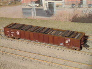 Custom Weathered HO Walthers Mainline Conrail Quality Railgon & Scrap Tie load