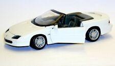 Maisto 1 25 Auto Die-cast CHEVROLET Camaro Z28 Cabrio 1996 bianca Art 31924
