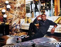 Kevin Hart Signed Autographed 11X14 Photo Puzzled Look Living Room GV816263