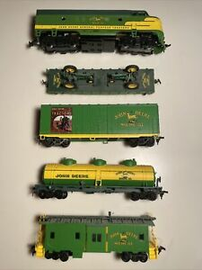JOHN DEERE HO Train Set Athearn Caboose Tractors Oil Tanker Box Car TESTED